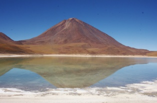 Laguna Verde and Volcán Lincacabur